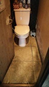 トイレ床修繕1